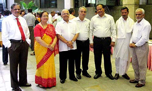 The gathering at the farewell of the outgoing Secretary General Dr Dayanand Dongaonkar on July 13, 2009. (From L to R) Dr Allam Appa Rao, Vice-Chancellor Jawaharlal Nehru